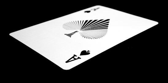 Chcete stabilní výnosy? Hrajte poker!