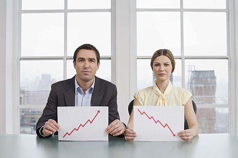 Ceny amerických akcií klesají i přes rekordní zisky