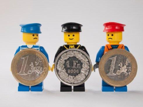 Anketa: Je česká koruna skutečně držák? A jak to dopadne s eurem?