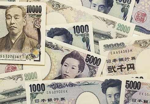 Proč si půjčovat v japonských jenech?