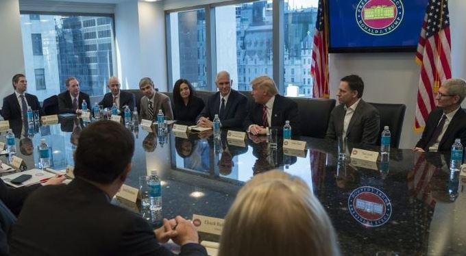 Padouch nebo hrdina: Silicon Valley stojí za Trumpem