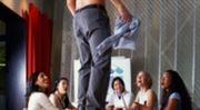 Nové požadavky zaměstnavatelů: striptýz nebo písničku!
