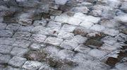 Přeražená noha na chodníku, led se řítí ze střechy: Jak se nechat odškodnit