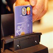 Proč se útrata kartou odepíše z účtu až za několik dnů