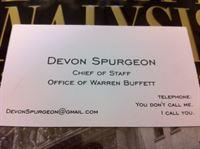Vizitka Devon Spurgeonové. Foto Observer