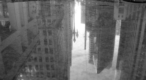 Finanční trhy v září: Žijeme v zemi za zrcadlem