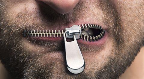 Svobodu projevu a vyznání je třeba nekompromisně bránit