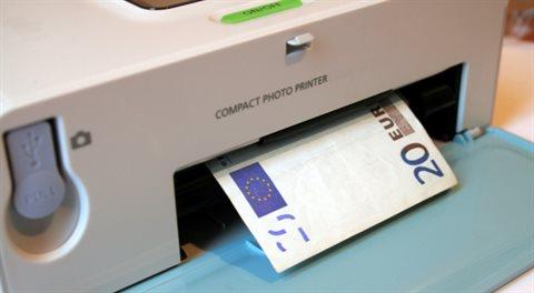 Březen: Tiskárny eur jedou naplno