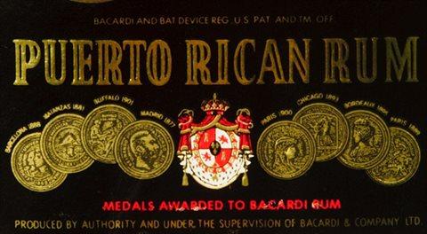 Americké Řecko a jeho bondy s vůní rumu Bacardi