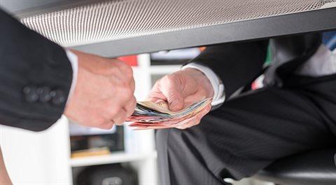 Byznysplán: Bakšiš. Ropa páchne po korupci