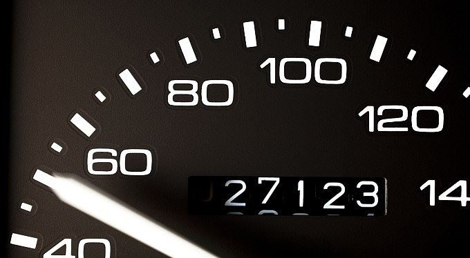 Omlazená auta, přetočené tachometry: ojetá auta dražší o desetitisíce