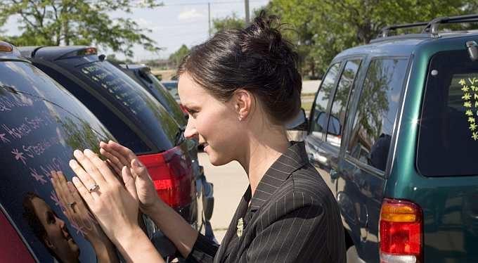 Nepůjčujte si na auto v autobazaru, napaří vám megapoplatek