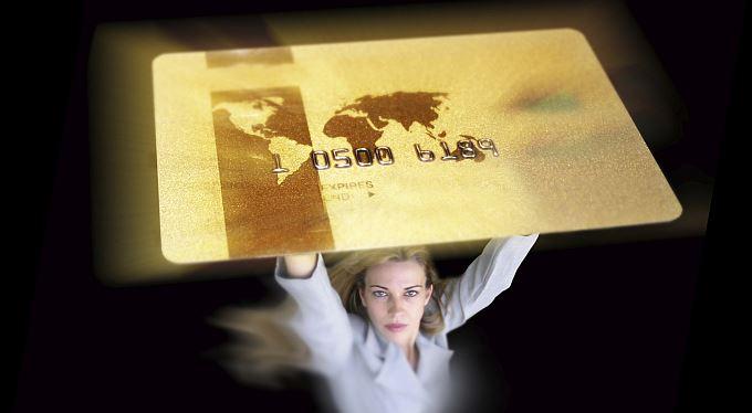 Zlatá karta: Vstupenka do světa výjimečných, nebo holka za padesát?