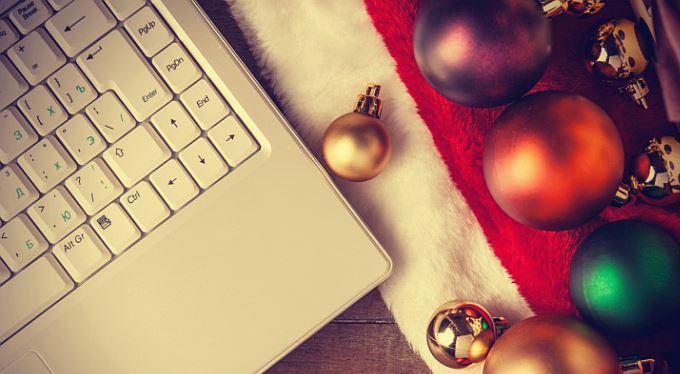 Kupujete dárky na internetu? Poradíme, jak se vyhnout problémům