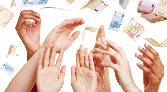 Euro slabší než dolar je na dosah ruky