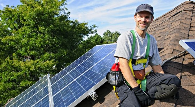 Fotovoltaika na střechu? Ekonomicky žádné terno