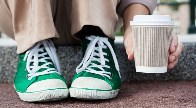 Speciální pořádková daň pro kofeinisty: Pět korun za kelímek!