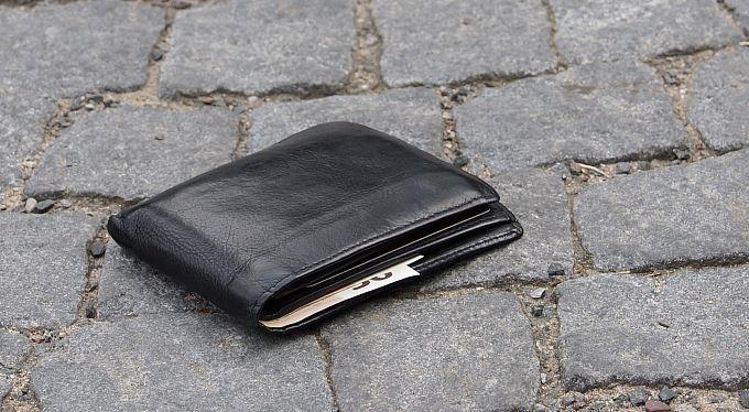 """Najdete balík peněz, mobil, poklad nebo psa: """"Hrozí"""" štědré nálezné i basa"""