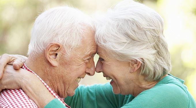 Důchodci dostanou v únoru 1200 korun navíc. Vláda původně plánovala polovinu