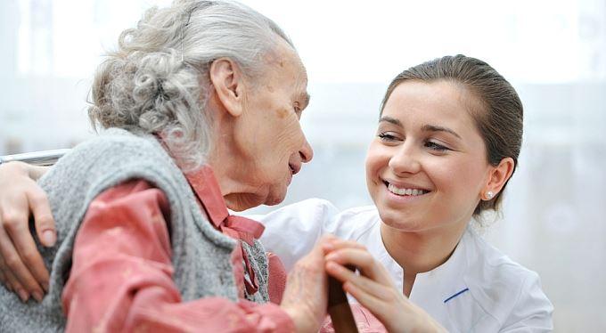 Příspěvek na péči 2016: Kdo může žádat a kolik dostane