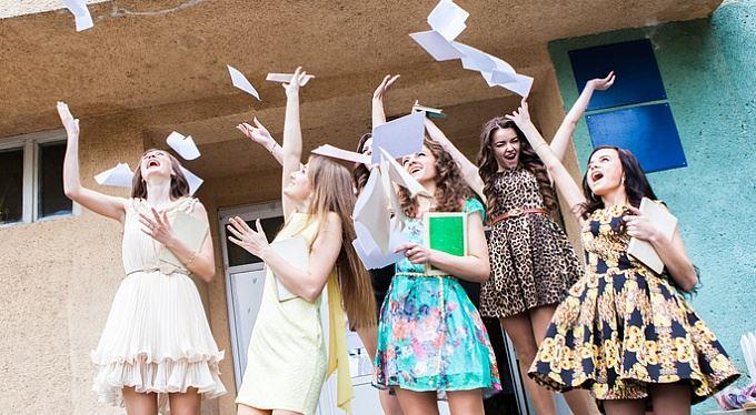 Konec školy: Od kdy platit zdravotní a sociální pojištění. A kde se hlásit