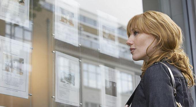 Investiční nemovitost a daně: Kupovat na sebe, nebo na firmu?