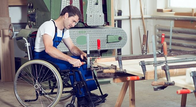 Zaměstnávání zdravotně postižených: Kolik přispěje stát