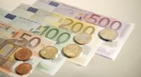 Eura na dovolenou letos nakupujte až před odjezdem