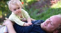 Otcové: na dovolenou po narození dítěte zapomeňte