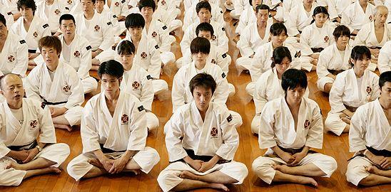 Japonsko: sushi, dluhy a geronti?