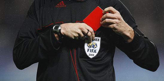 Ať může sudí zahodit červenou kartu