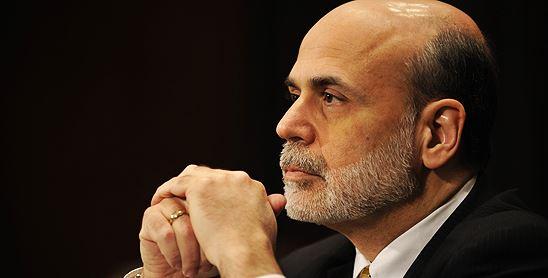 """Bernanke chladí optimisty: """"Držme je nízko!"""""""