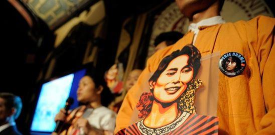 Barmské volby: Vhodit, nebo zahodit?