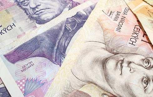 Koruna posiluje i v recesi. Přestávají výhody samostatné měny fungovat?