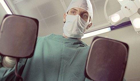 Anketa: Na změnu zdravotní pojišťovny je čas jen do konce června. Podle čeho vybírat?