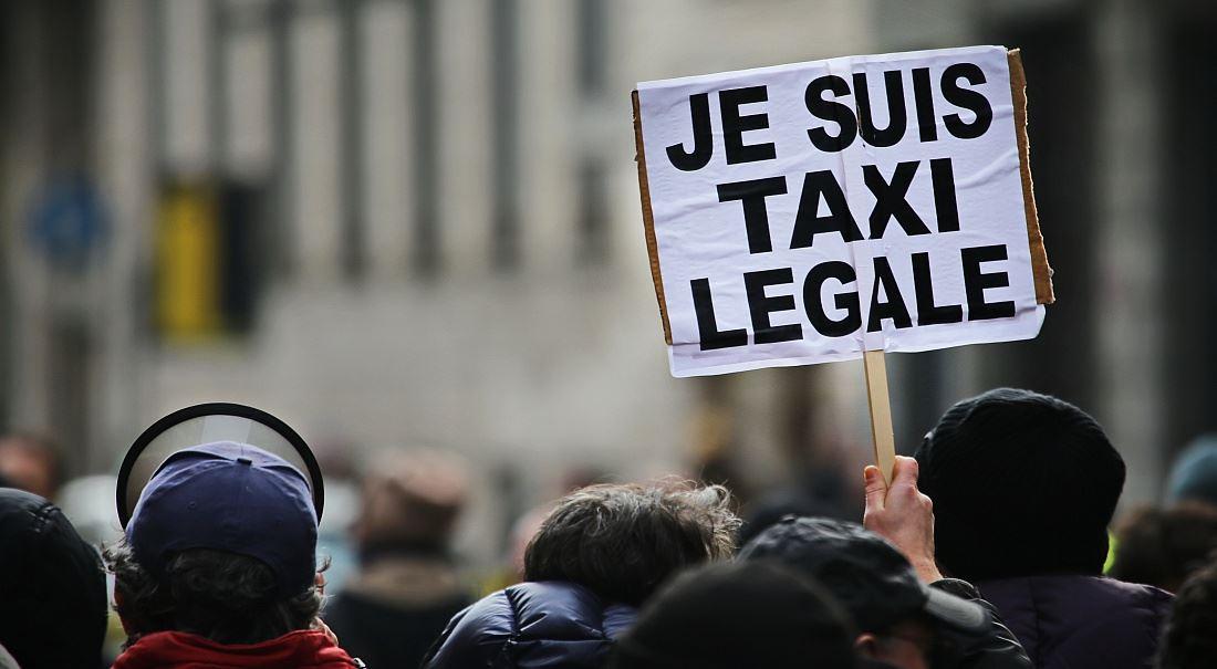 Regulace taxislužeb: dvojsečná zbraň