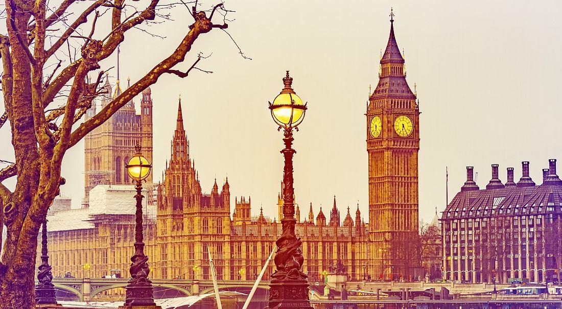 Boj o Westminster na mnoha frontách