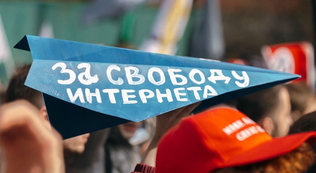 Listopadová revoluce. Odstřihne Putin Rusko od internetu?