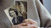 Vdovské a vdovecké důchody: už tři čtvrtě roku na nich stát šetří