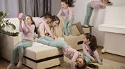 Kalkulačka. Vláda schválila nižší sociální pojištění pro rodiče se dvěma a více dětmi
