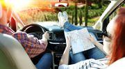 Levný benzín, plná peněženka: Na jednu výplatu letos dojedeme zase o kus dál