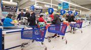 Tesco zvýší lidem na prodejnách mzdy o sedm procent
