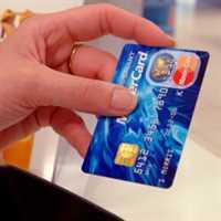 Kreditní karty, které zlevní Vánoce o tisíce korun