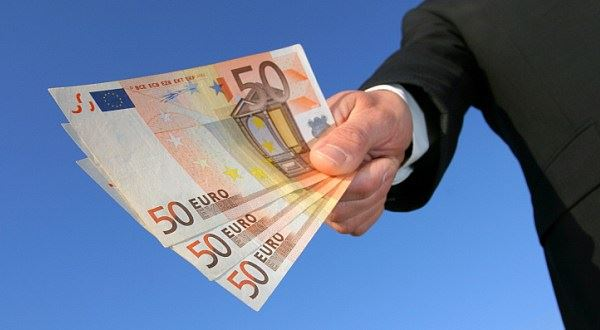 Poslední šance? Eura na dovolenou už levnější nebudou