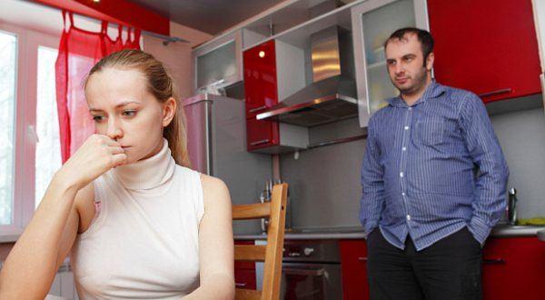 Jeden z manželů seká dluhy, exekutor bere ze společného. Jak se bránit?