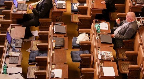 Platy politiků a soudců: kolik by měli brát? Co si o tom myslíte?