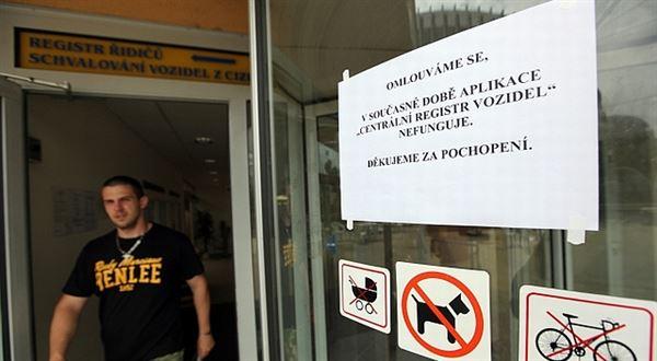Milí úředníci, díky. Dělíte Česko od chaosu