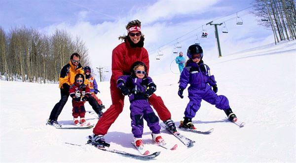 Naši nejdražší: Nepřinesl dětem lyže Ježíšek? Poradíme, za kolik je seženete