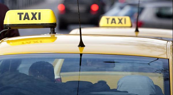 Taxikář nevytiskl účtenku. Obří pokuta platí, řekl soud