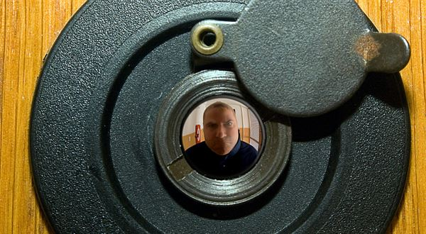 Exekutor za dveřmi: Kdy může začít zabavovat u vás doma